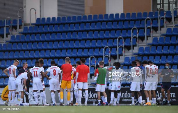 Aidy Boothroyd, Manager of England speaks to his players after the UEFA Euro U21 Qualifier between Andorra U21 and England U21 at Estadi Nacional on...