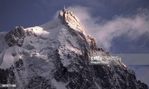 L'Aiguille du Midi dans les Alpes le 27 août 1989 en France