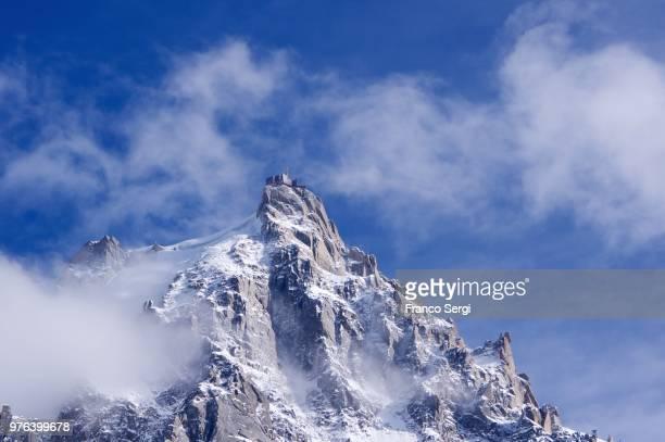 aiguille du midi mountain peak, haute-savoie, rhone-alpes, france - aiguille de midi stock photos and pictures