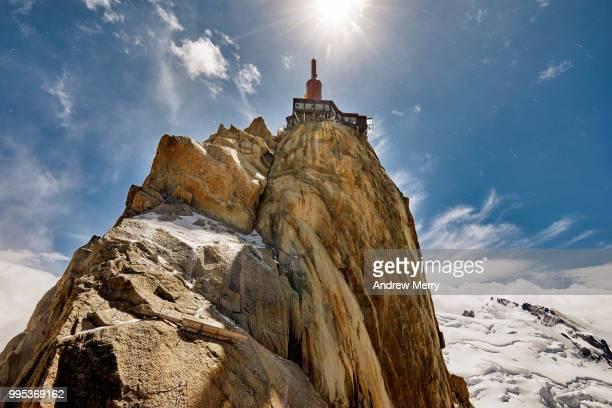 aiguille du midi summit, peak, rock formation back lit by the sun - pinnacle peak stock-fotos und bilder