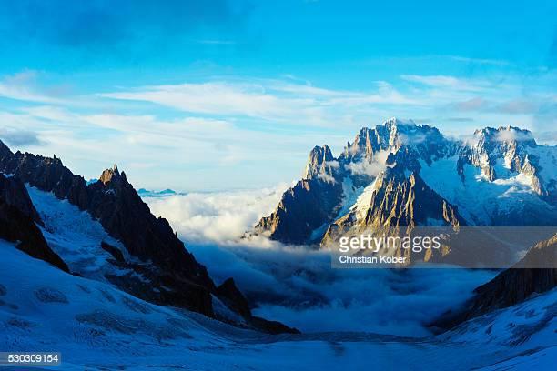 aiguille verte and les drus, vallee blanche, chamonix, rhone alps, haute savoie, france, europe - valle blanche fotografías e imágenes de stock