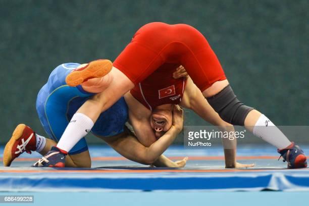 Aigul Nuralim of Kazakhstan competes against Burcu Kebic of Turkey in the Women's Freestyle 53kg Wrestling Preliminatory during Baku 2017 4th Islamic...