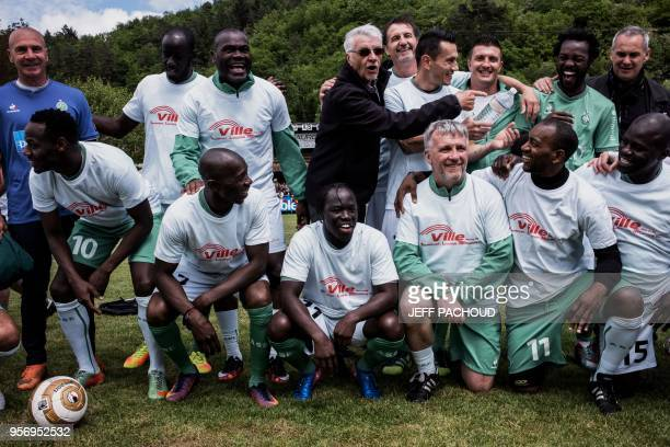 Aime Jacquet former coach of French national football team poses with formers SaintEtienne players before a football match between former French Team...
