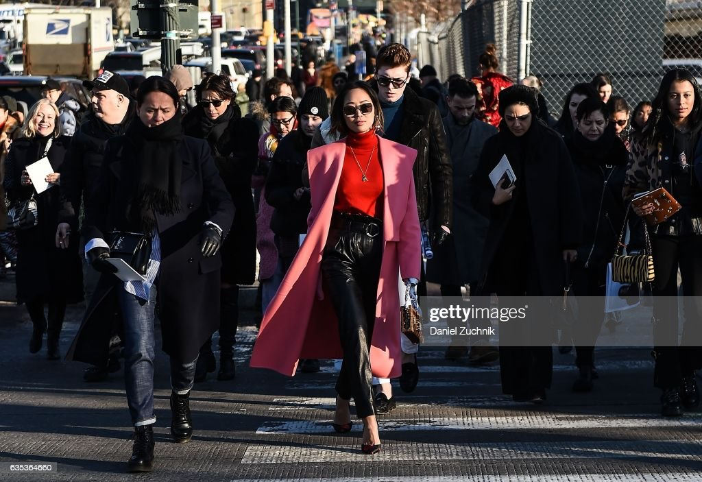 Street Style - New York Fashion Week February 2017 - Day 6 : News Photo