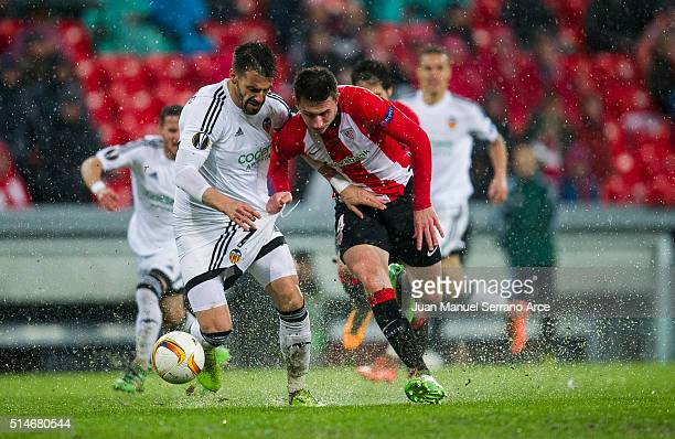 Aimeric Laporte of Athletic Club duels for the ball with Alvaro Negredo of Valencia CF during the UEFA Europa League Round of 16 First Leg match...