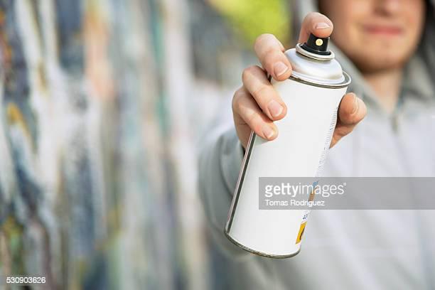 Aiming spray paint nozzle