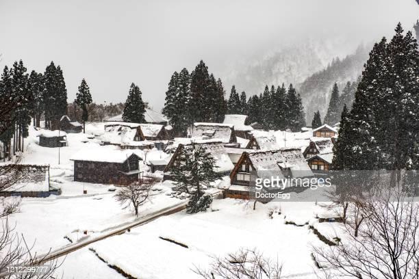 ainokura village in winter, gokayama, toyama, japan - 富山県 ストックフォトと画像