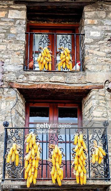 Ainsa, balconies with corn