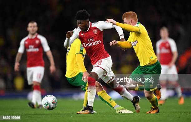 Ainsley MaitlandNiles of Arsenal and Harrison Reed of Norwich City battle for possession during the Carabao Cup Fourth Round match between Arsenal...