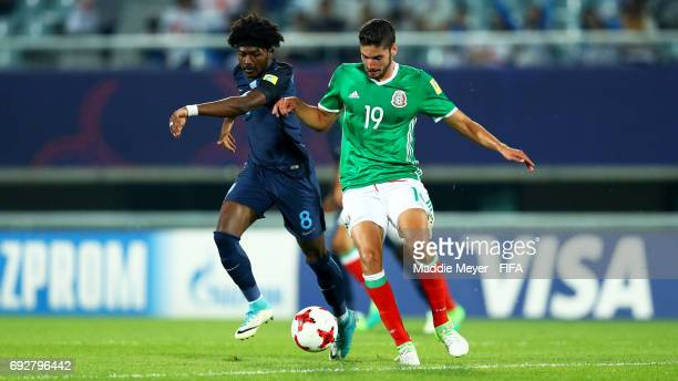 Ainsley MaitlandNiles of England and Paolo Yrizar of Mexico battle for control of the ball during the FIFA U20 World Cup Korea Republic 2017 Quarter...