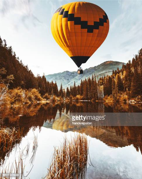 air balloon in colorad - hot air balloon stock pictures, royalty-free photos & images