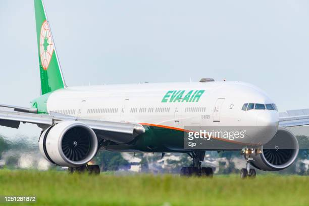"eva air boeing 777-35e(er) landing at schiphol airport - ""sjoerd van der wal"" or ""sjo"" stock pictures, royalty-free photos & images"