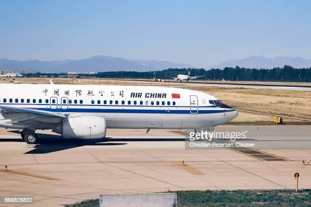 air china boeing 737 at beijing capital airport - taxiing stock pictures, royalty-free photos & images