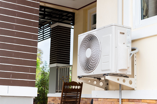 air conditioning fixed to a wall 1071405212