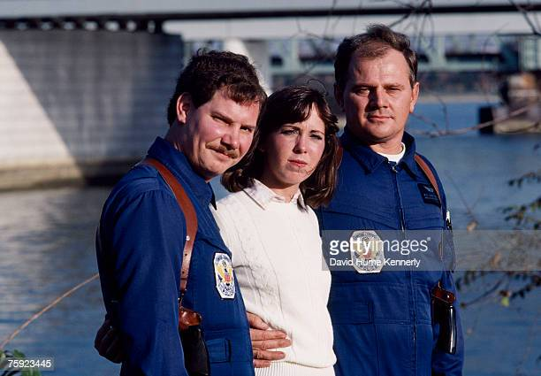 Air Florida Flight 90 survivor Kelly Duncan rescue team Pilot Donald Usher and Paramedic Melvin Windsor pose for a photo on November 15 1982 in...