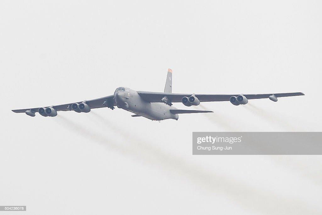 S. Korea And U.S. Deploy B-52 Strategic Bomber Over Korean Peninsula : News Photo