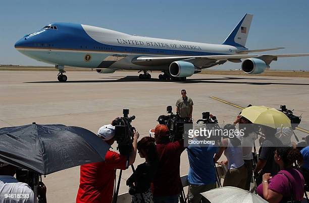 Air Force One with President George Bush aboard arrives in Laredo Texas on June 6 2006 The president is making a twoday threestate swing in the...