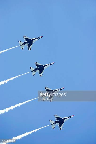 air force thunderbirds - air force thunderbirds stock pictures, royalty-free photos & images