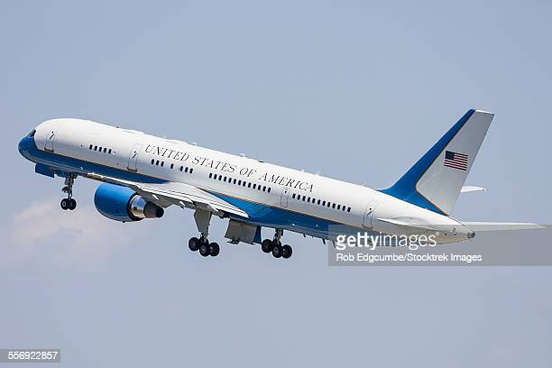 a u.s. air force vc-32 takes off from andrews air force base, maryland. - base_(politics) stock pictures, royalty-free photos & images