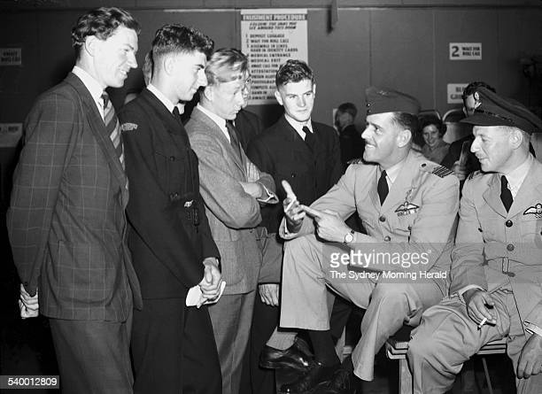 Air Force Wing Commander Clive Caldwell, second from right, at the RAAF Recruiting Centre, Woolloomooloo, Sydney, 4 December 1943. SMH Picture by...