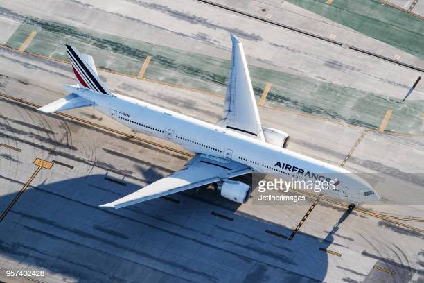 1 303 Boeing 777 300 Photos And Premium High Res Pictures Getty Images