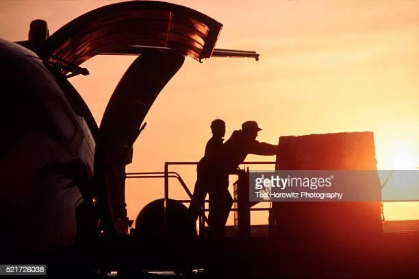 air freight - beladen stock-fotos und bilder