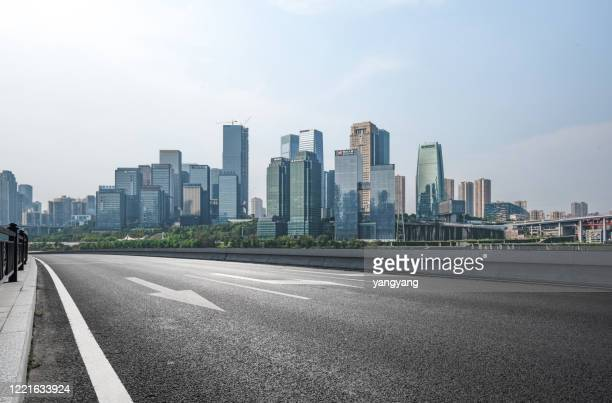 air highway asphalt road and office building of commercial build - china oost azië stockfoto's en -beelden