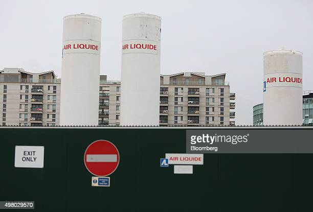 Air Liquide gas storage tanks are seen at the Air Liquide SA distribution site in London UK on Friday Nov 20 2015 Air Liquide's $103 billion takeover...