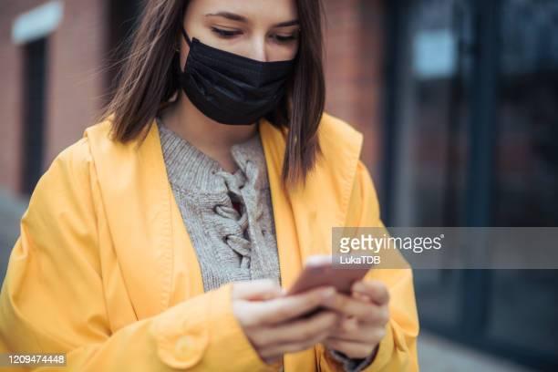 inquinamento atmosferico in città - software foto e immagini stock
