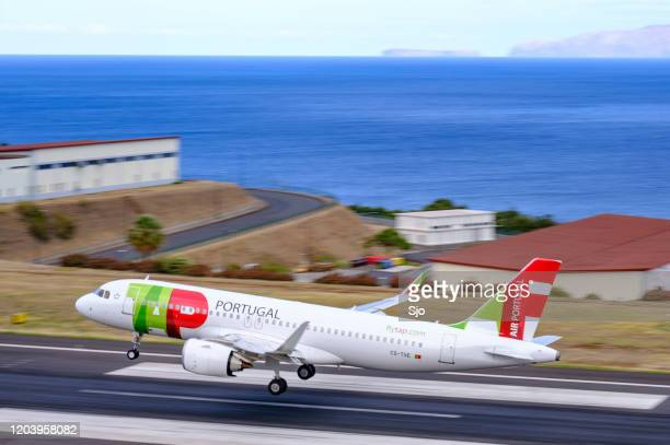 """air portugal airbus a320 airplane landing at airport cristiano ronaldo on the island madeira, portugal - """"sjoerd van der wal"""" or """"sjo"""" nature stock pictures, royalty-free photos & images"""