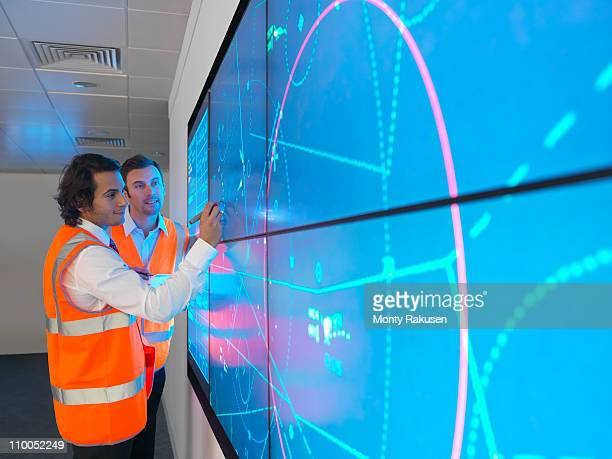 Air traffic controllers with simulation