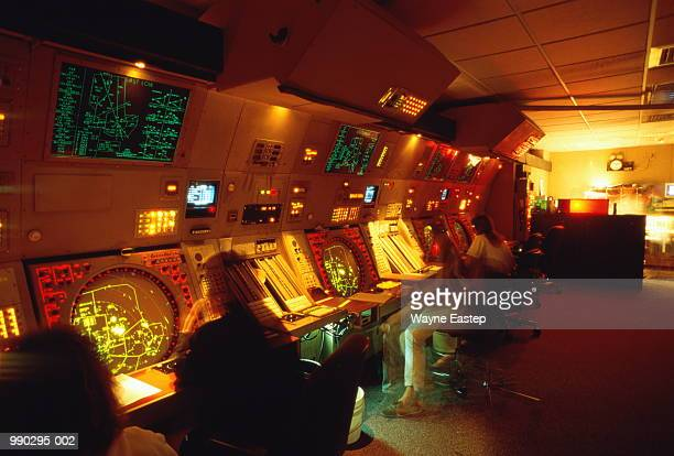 air traffic radar control room (long exposure) - control tower stock pictures, royalty-free photos & images
