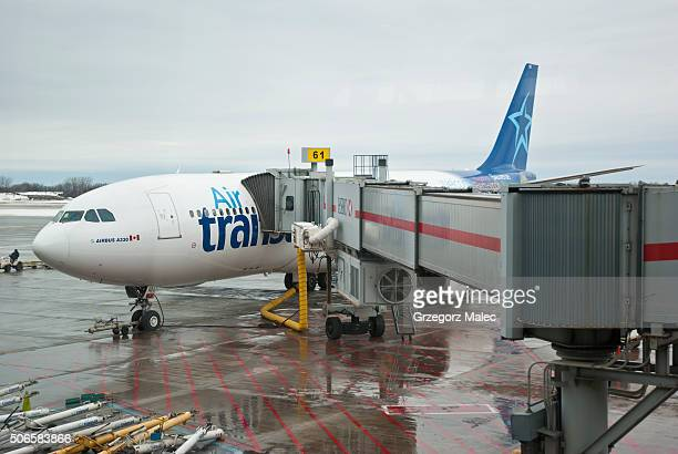 air transat - moored stock pictures, royalty-free photos & images