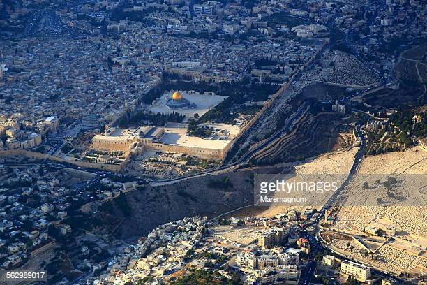 air view of the old city - jerusalén fotografías e imágenes de stock