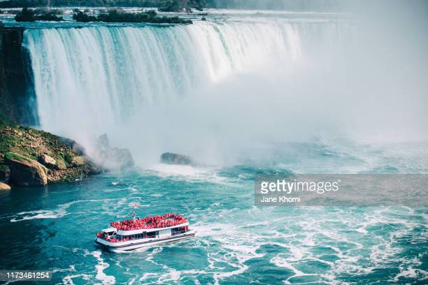 air view on niagara falls - passagerarbåt bildbanksfoton och bilder