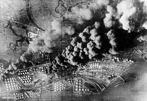 2WW Air War Battle of Britain Burning fuel depots near the Thames after german bomb attack on