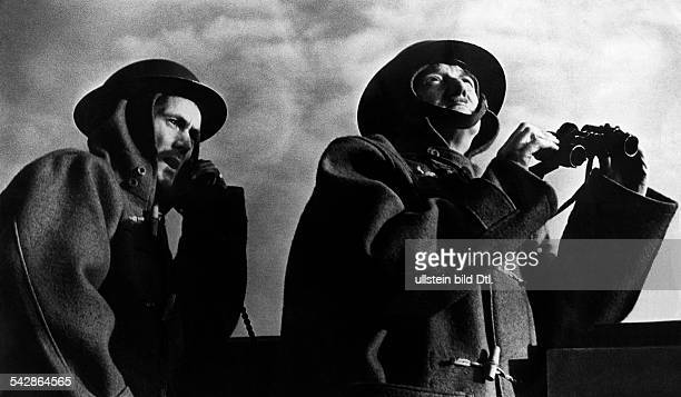 2WW Air War Battle of Britain London british observation post watching the sky no further information Autumn 1940