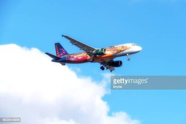 Airbus A 320 mit Tomorrowland Livree Annäherung an Brüssel Flughafen