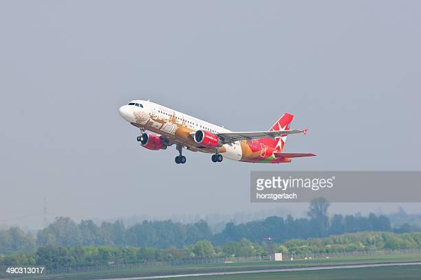 Airbus A20 folgen Sie vom Internationalen Flughafen Düsseldorf