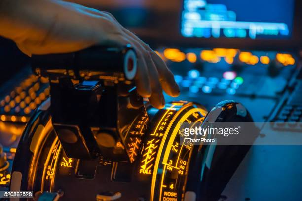 airbus a320 cockpit - a320 stock pictures, royalty-free photos & images
