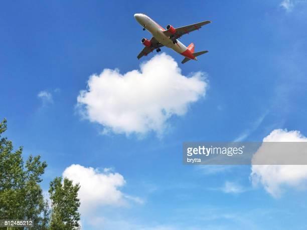 Airbus A320-214 se prepara para aterrizar en el aeropuerto de Zaventem, Bélgica