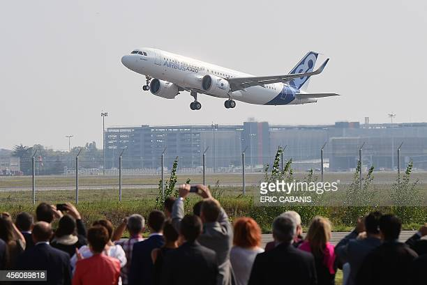 A Airbus A320neo takes off for its first test flight on September 25 2014 in Blagnac near Toulouse The first outing by the A320neo the revamped and...
