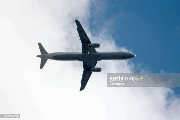 airbus a321 de lufthansa - gwengoat fotografías e imágenes de stock