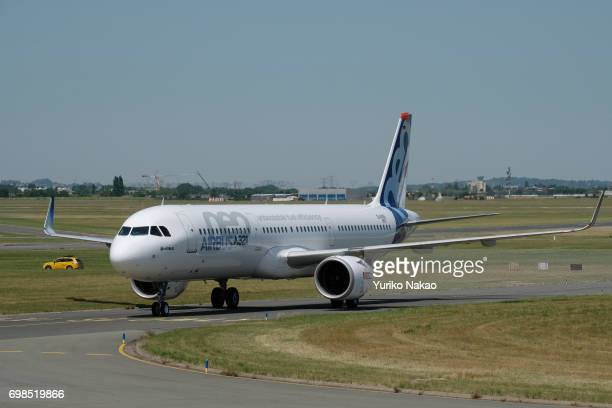 Airbus A321 neo moves through the runway on the first day of the 2017 Paris Air Show at Le Bourget Airport on June 19 in Paris France