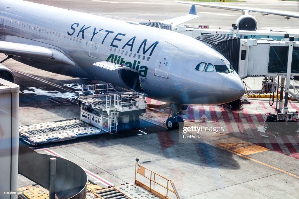 Airbus A330 Alitalia In Skyteam Livery Long Haul Flight Land