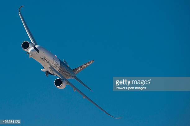 Airbus A350 performs during is displayed during the Dubai Airshow on 9 2015 in Dubai United Arab Emirates