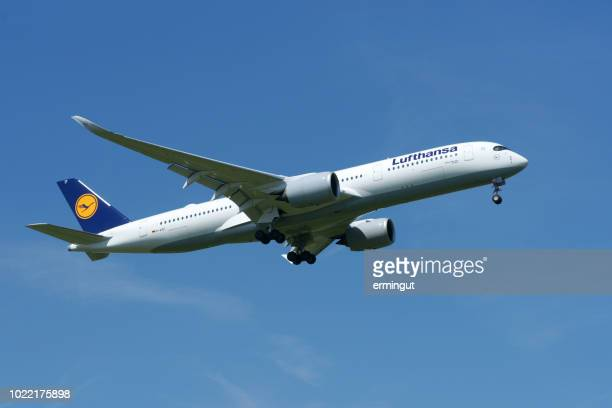 airbus a350-941 lufthansa reg. d-aixf - airbus stock pictures, royalty-free photos & images