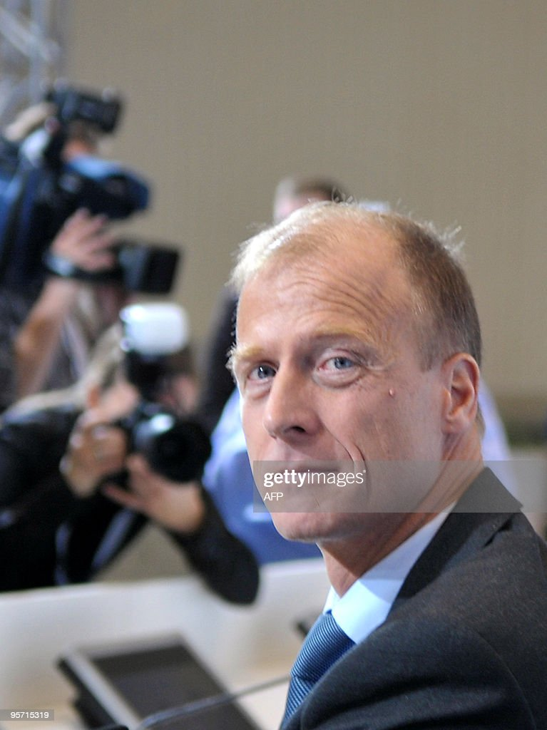 Airbus head Tom Enders (R) attends a EAD Pictures   Getty Images