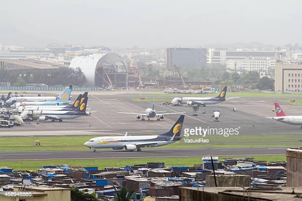 aircraft at mumbai airport, india - mumbai stock pictures, royalty-free photos & images