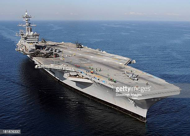 aircraft carrier uss carl vinson. - aircraft carrier stock pictures, royalty-free photos & images